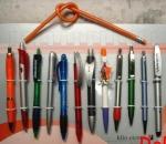 Kugelschreiber, Rollerball, Füller, Bleistift.